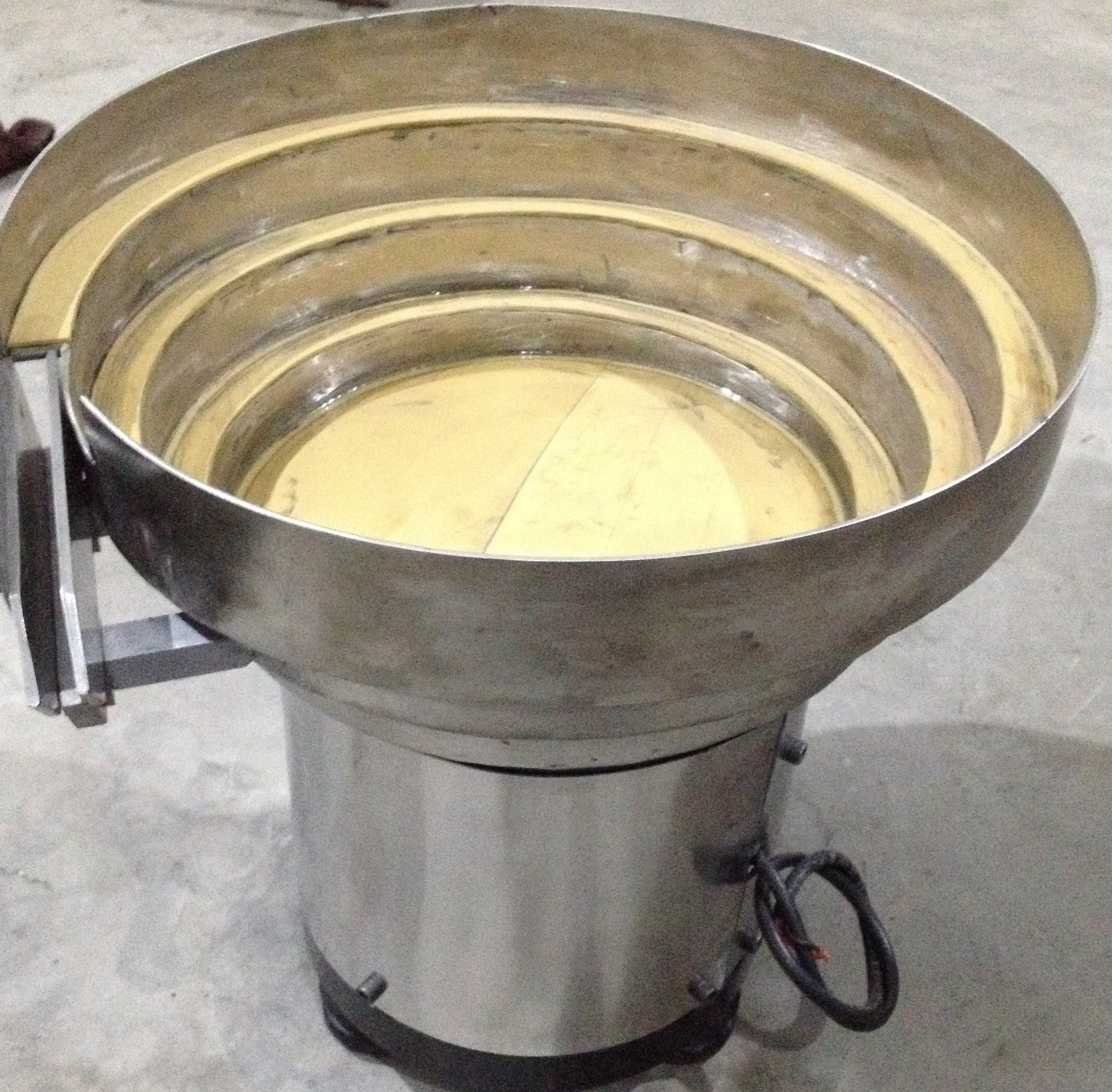 linear category product detail feeder bowl with vibratory